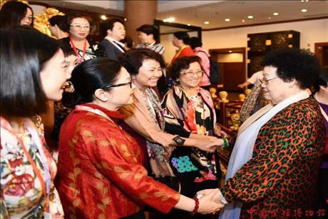 On the August 20th,  53 distinguished guests from the All-China Women's Federation (ACWF) Hong Kong Delegates Association including the president Pang-Tsui Josephine Mei-Wan visited the China Red Sandalwood Museum. The guests were welcomed by Director Chan Laiwa, Chairman Chi Chungsui and Director Chiu Li.