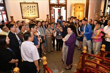 Overseas Chinese Teachers Paid a Visit in China Red